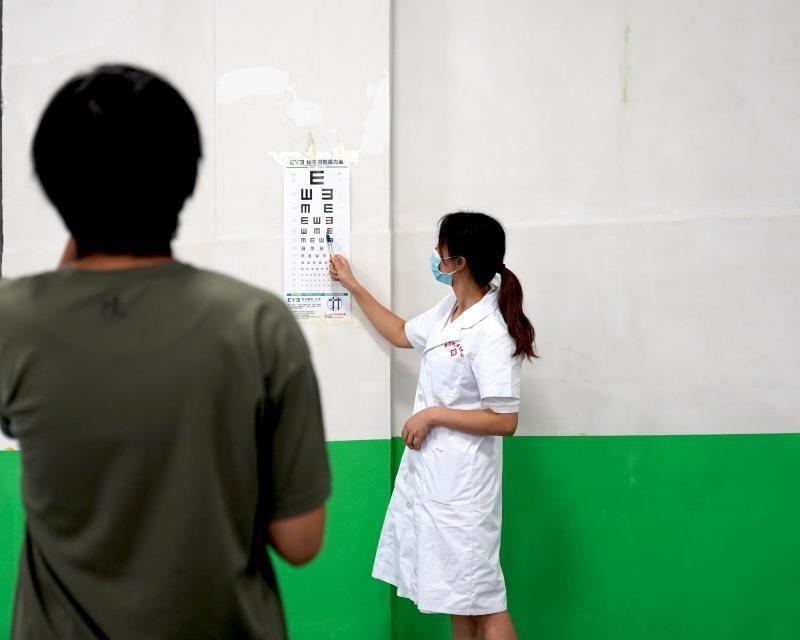 学校定期安排学生体检(图4)