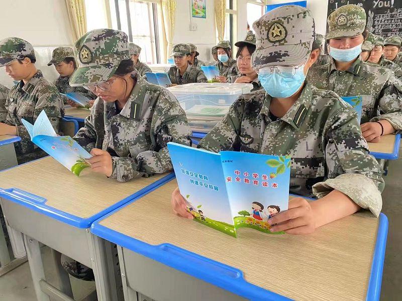 组织学生课外阅读,致力让孩子们养成阅读习惯(图2)